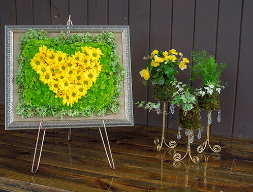 Fresh flower blooms designed in a frame.
